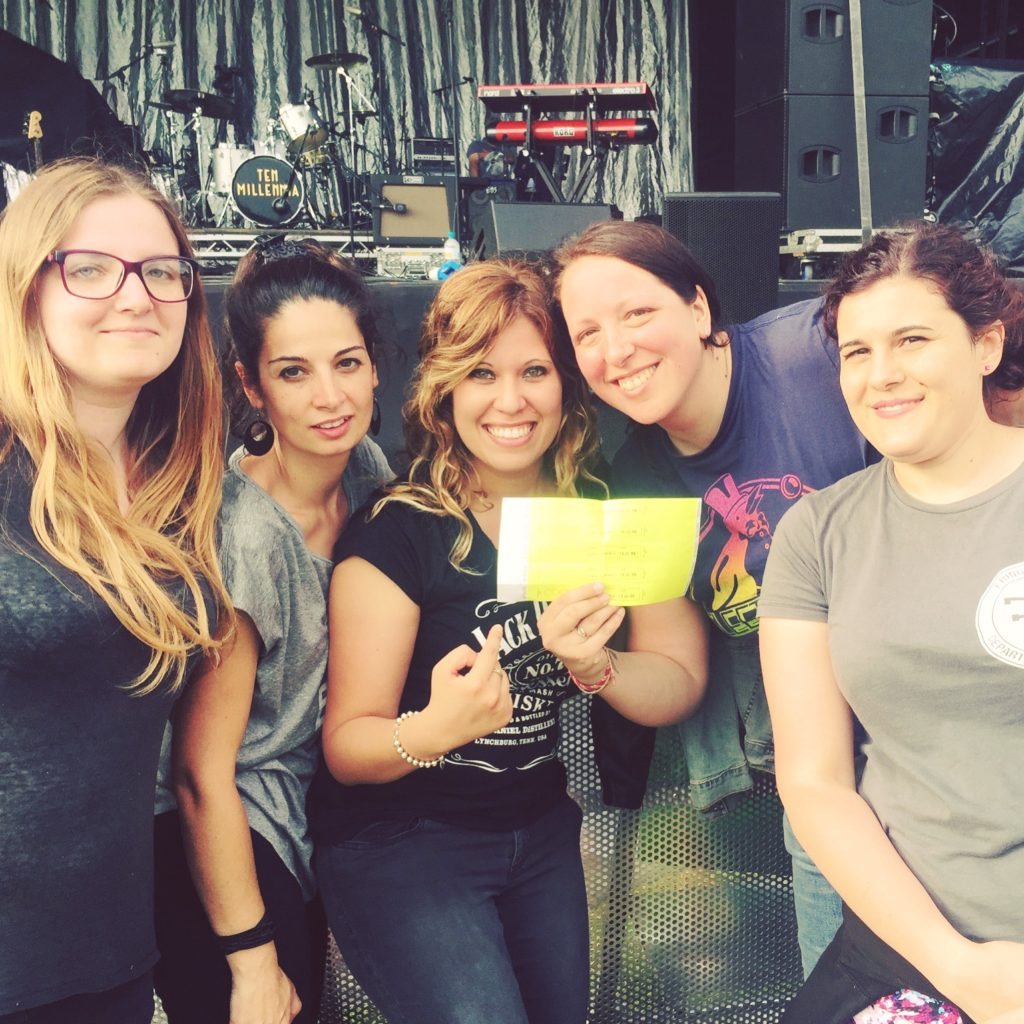 Kew Gardens, London - Foto di gruppo in prima fila e braccialetti per il backstage
